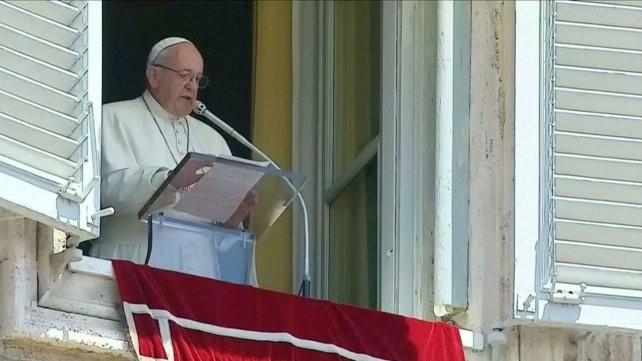 El Papa pidió por los tripulantes del submarino argentino desaparecido