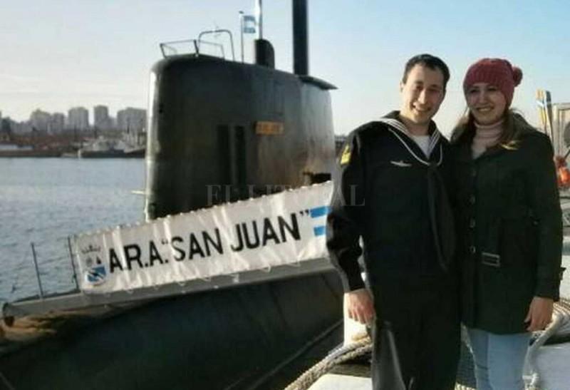 La angustiante espera de la familia del santafesino a bordo del submarino