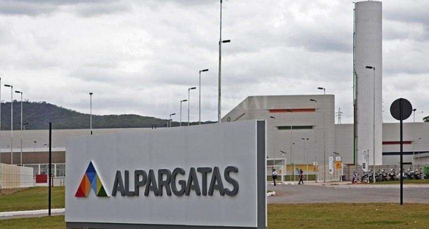 Alpargatas cerró la fábrica de Chaco, echó a los empleados y vende las instalaciones