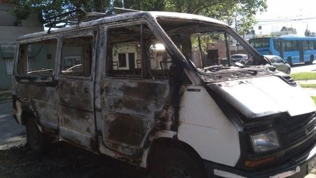 Gesto solidario: le quemaron la camioneta y los vecinos hicieron una rifa para darle una mano