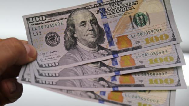 El dólar paralelo bajó otros $6 y llegó a los $151