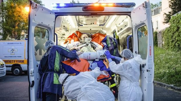 Francia registró más de 20.000 contagios y 551 muertes por coronavirus en un día