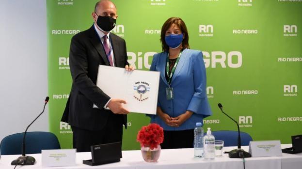 """Perotti en INVAP: """"Nuestra ciencia tiene futuro y puede brindar respuestas concretas para mejorar la seguridad de Santa Fe"""""""