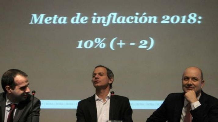 Especialistas proyectan una inflación del 23,5% para 2017 y del 16,6% para el año próximo