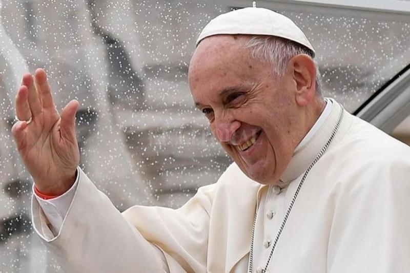 Papa Francisco pasa su cumpleaños 81 con niños de clínica infantil