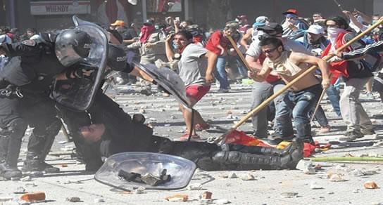 Ordenaron la detención de un policía y de dos manifestantes