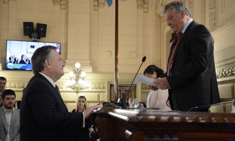 Michlig juró como Senador del Departamento San Cristóbal