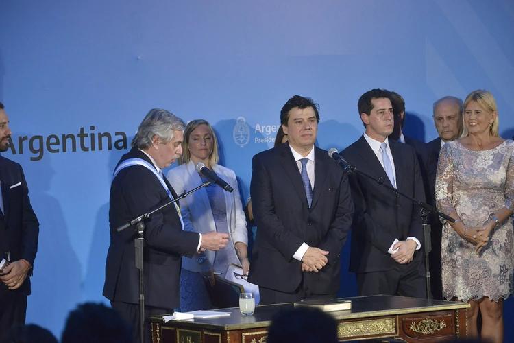 Alberto Fernández estableció por DNU la doble indemnización por 180 días