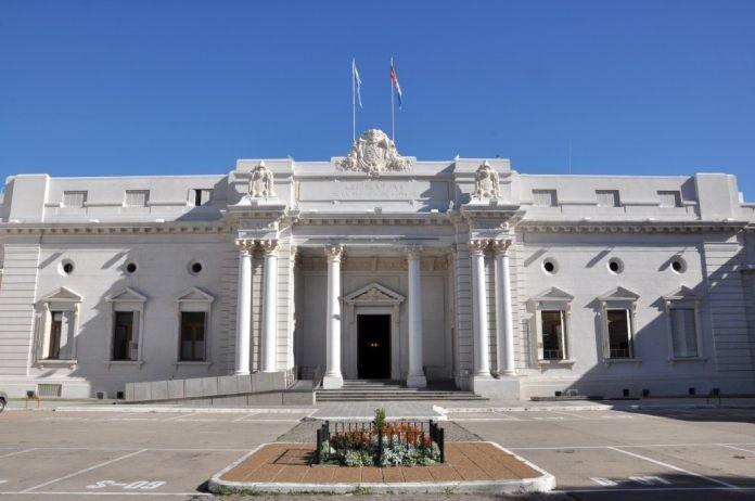 El ministro de Economía explicará a legisladores la reforma tributaria