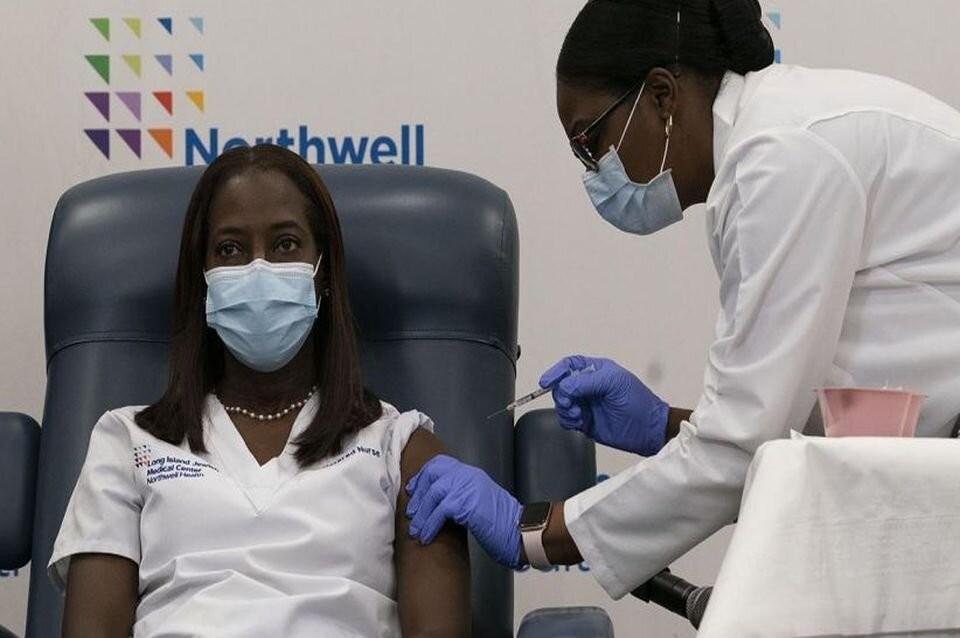 Una enfermera fue la primera persona vacunada en Estados Unidos