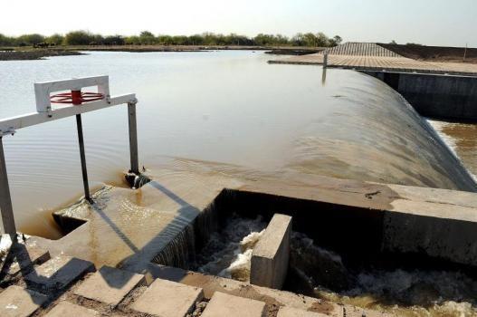 Por extracciones ilegales en Santiago del Estero ingresa menos caudal de agua del río Salado a Santa Fe