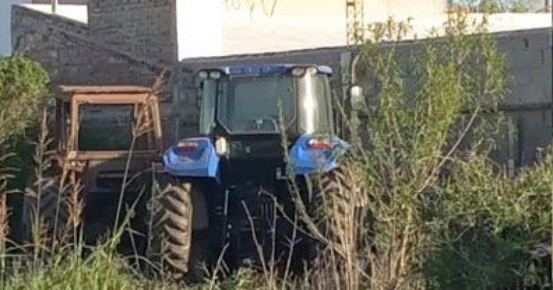 Alquiló un avión y desde el aire encontró dos tractores que le habían robado