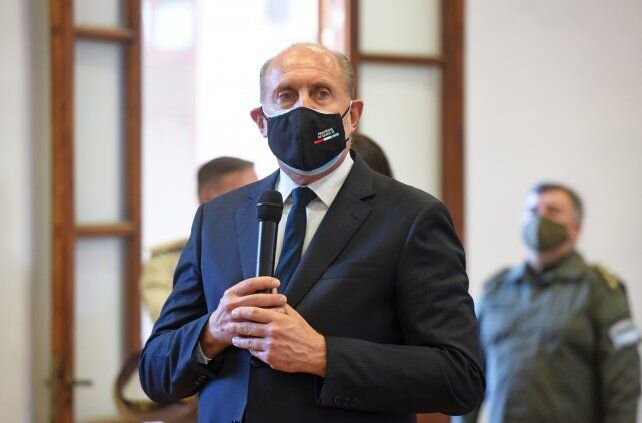 Perotti encabezará en el Centenario el inicio de la vacunación contra el Covid-19