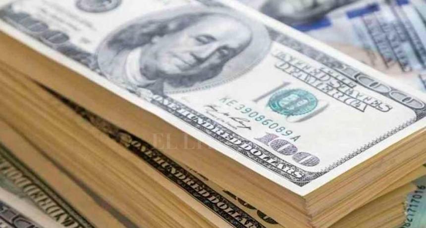 El dólar bajó 23 centavos