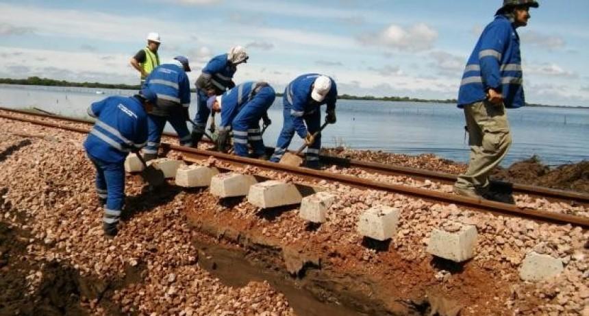 El Nochero: Después de llegar a un acuerdo, cortaron las vías del ferrocarril para que escurra el agua
