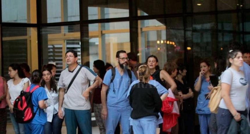 Colapsó parte del techo del Cemafe y debieron evacuar a los pacientes