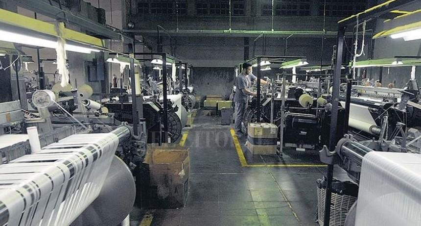 Los gremios textiles rechazaron la reforma laboral que el gobierno propone para el sector