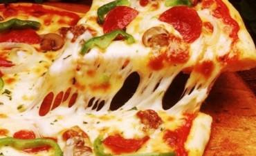 Postulan a la pizza como una opción saludable para el desayuno