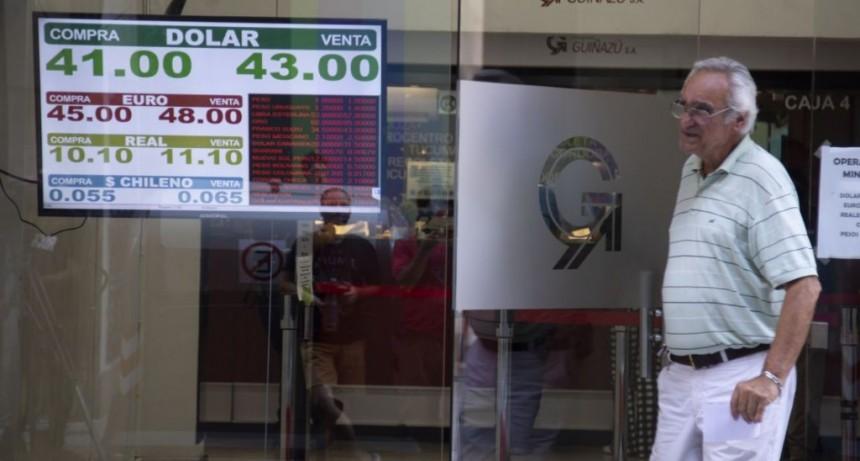 El dólar cortó racha bajista: saltó 73 centavos a $ 43,38 (por mayor demanda y en sintonía con la región)