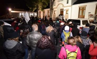 Tras 16 horas encerrada por una protesta, Alicia Kirchner logró salir de la Casa de Gobierno de Santa Cruz