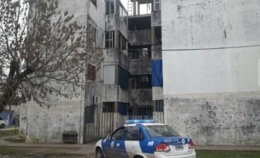 Se quedó afuera y quiso trepar por el balcón: cayó y murió