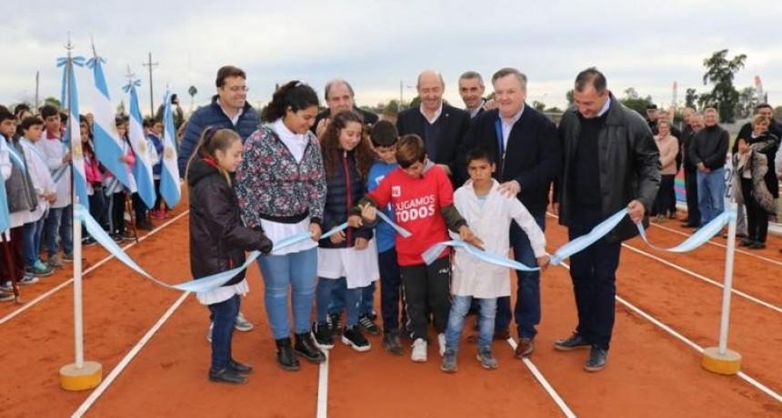 Se inauguró la Pista Profesional de Atletismo