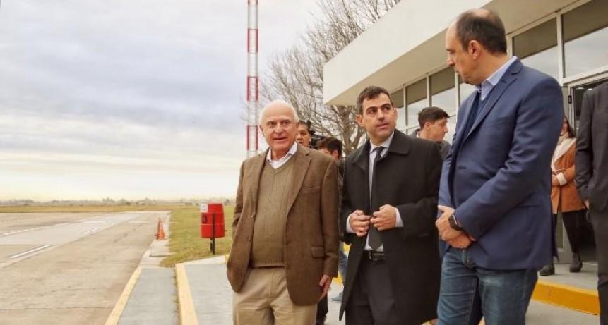 Lifschitz recorrió las obras del aeropuerto de Santa Fe