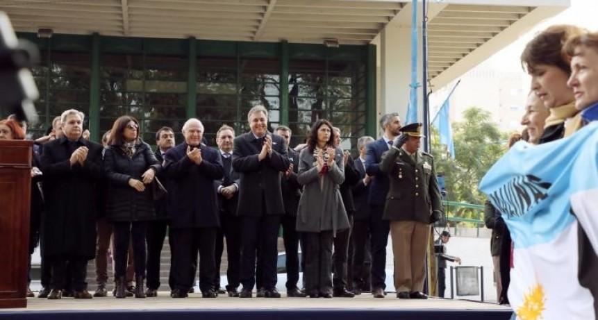 Lifschitz encabezó el acto del 203° aniversario de la Independencia de Argentina