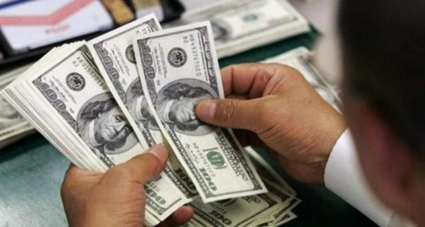 El dólar saltó 80 centavos y superó la barrera de los $46