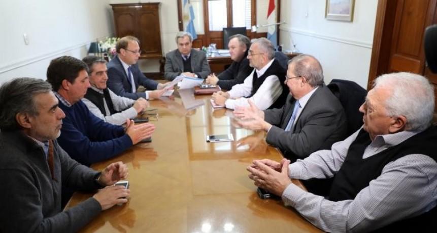 Farías y Saglione recibieron a senadores departamentales