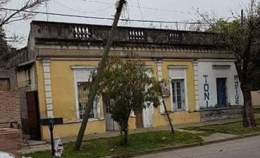 Solicitaron a Telecom reemplazar postes en pésimo estado