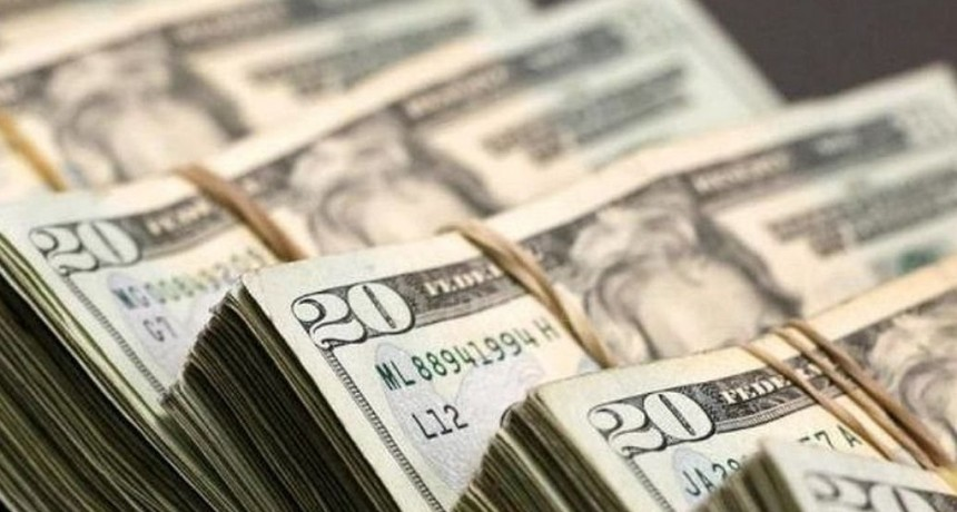 Dólar casi estable: retrocedió 4 centavos